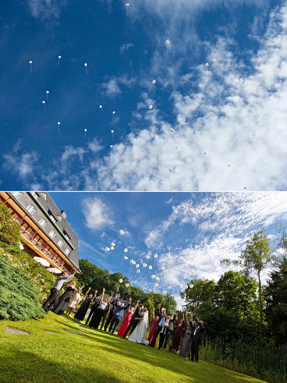 Hochzeit waldidyll hartenstein, luftballons, luftballons hochzeit, blauer himmel, hochzeitsgäste