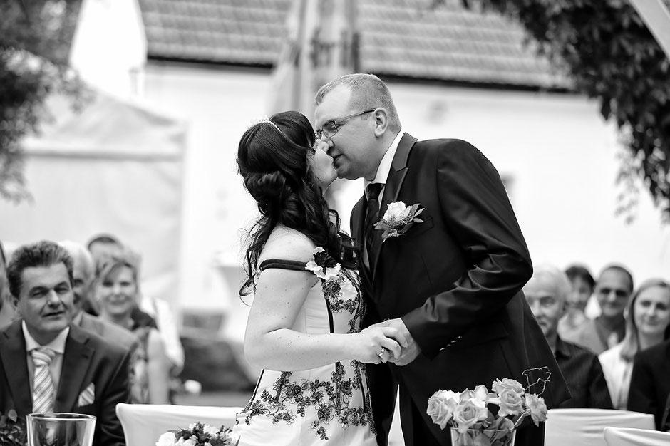 hochzeitskuss, Eheschließung rossau, hochzeitsfotograf Erzgebirge