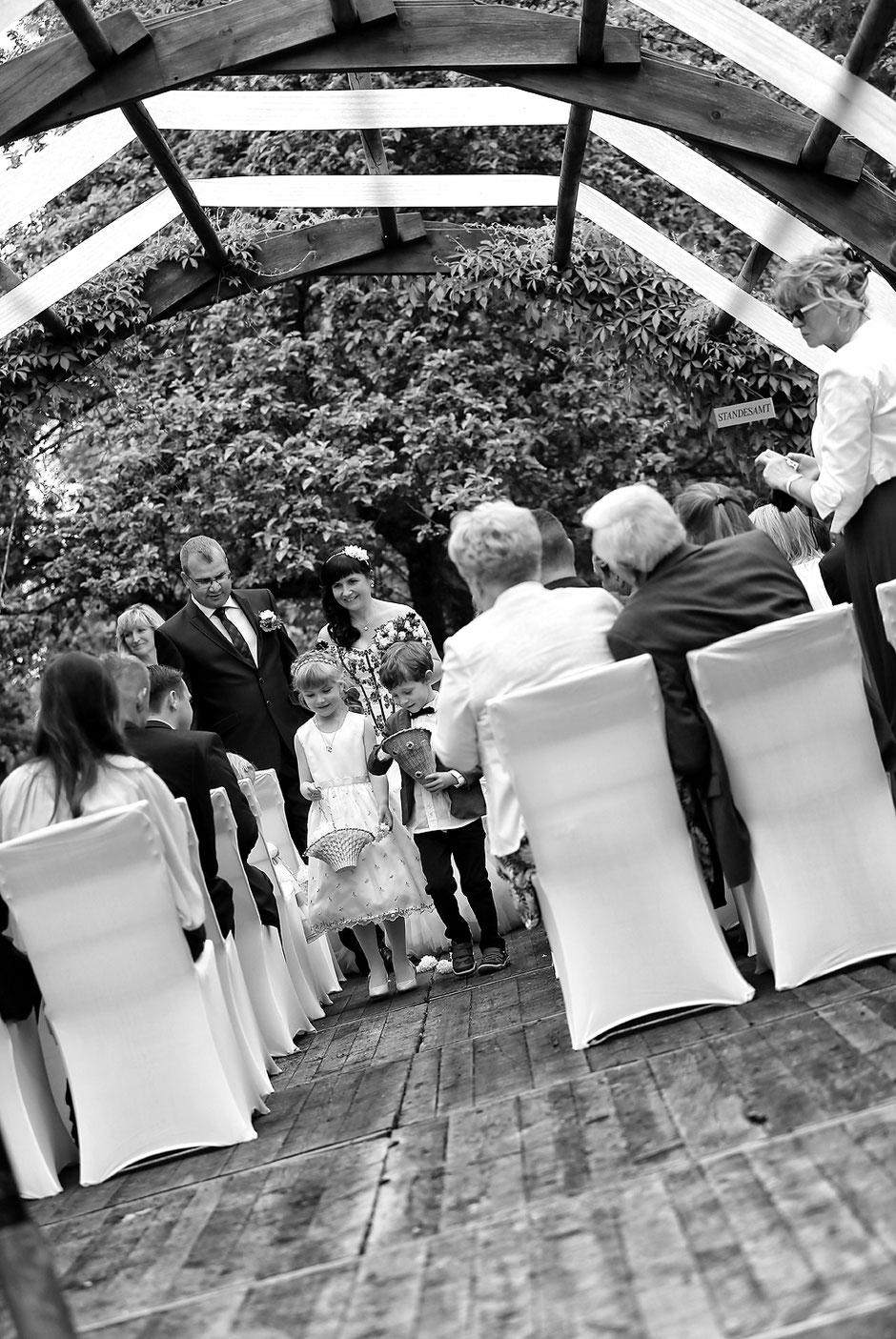 Trauung im grünen, Hochzeit imSchmiedelandhaus in Greifendorf