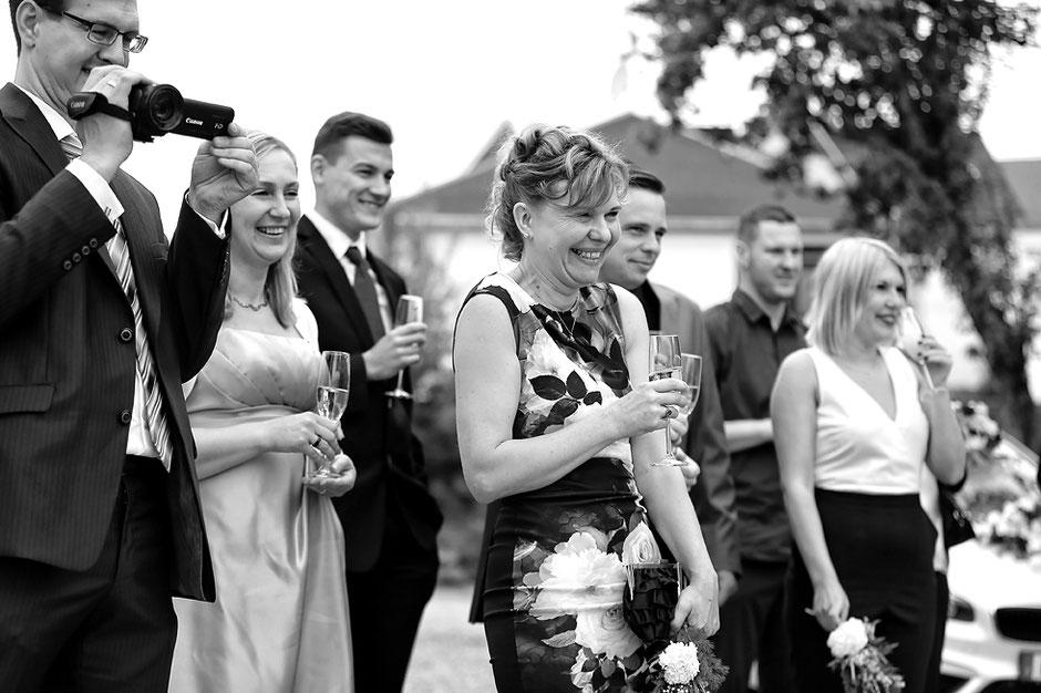 hochzeitsfeier, sektempfang, heiraten in rossau, hochzeitsfotograf erzgebirge