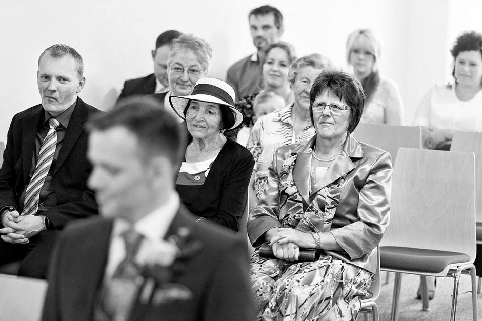 Hochzeit thum, Standesamt thum, Fotograf thum, rathaus thum, hochzeitsreportage, rathaus thum, trausaal thum, thum erzgebirge, bräutigam, hochzeitsreportage chemnitz, hochzeitsreportage annaberg