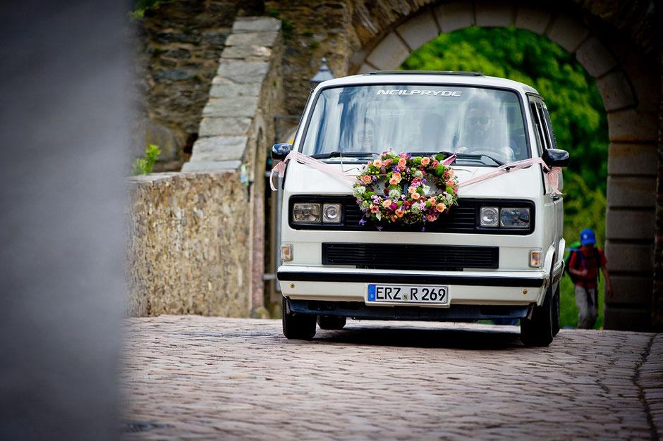 hochzeitsauto, hochzeitsmobil, Burg scharfenstein, heiraten Burg scharfenstein, Schlosshof burg scharfenstein