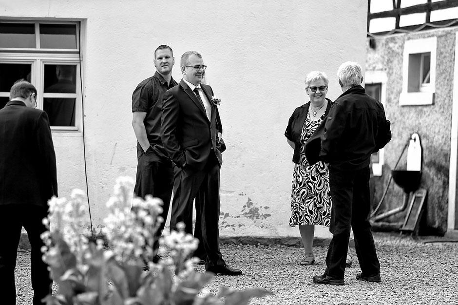 bräutigam, heiraten im Schmiedelandhaus in Greifendorf, hochzeitsfotograf rossau, hochzeitsfotograf sachsen