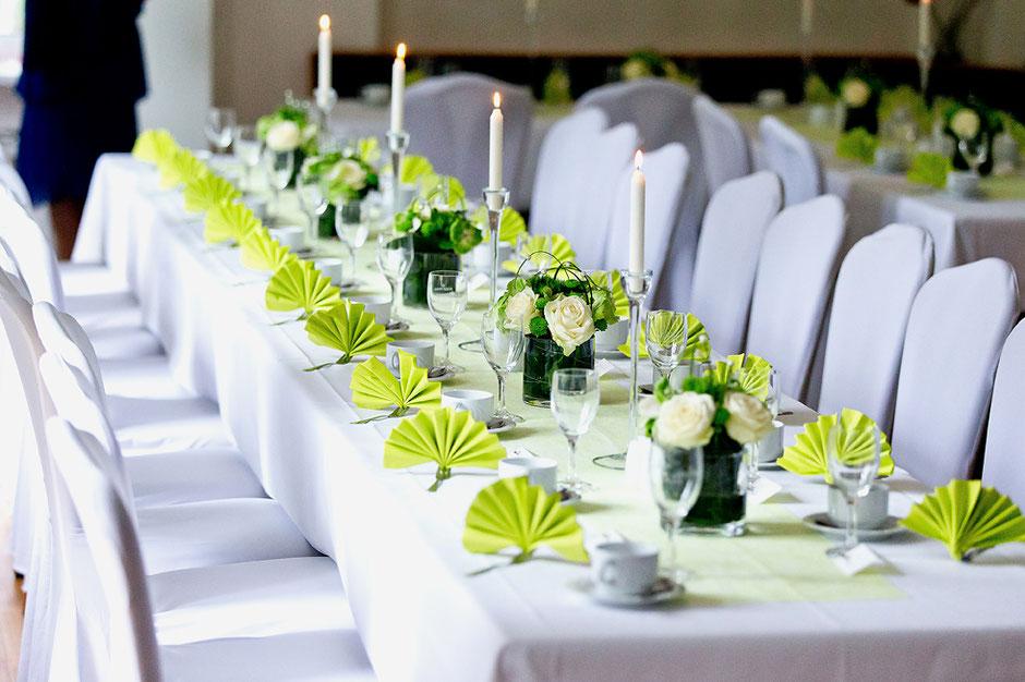 tischdeko Hochzeit, farbthema Hochzeit, hochzeitstafel