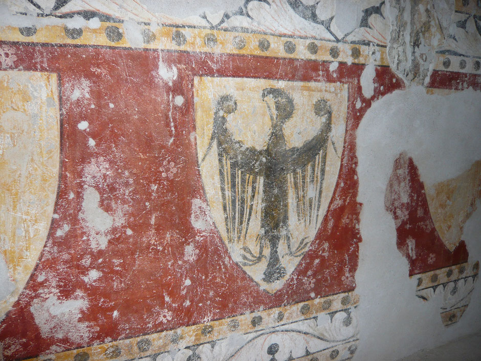 Des peintures représentant l'aigle du « Saint Empire romain germanique » sont conservées dans l'ancienne chambre de l'évêque