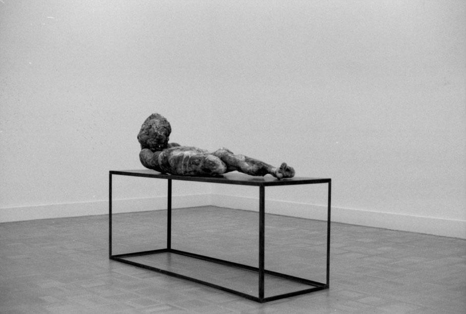 Ambiguous Existence#2 (2012) ceramics, glaze, 165x52x70cm