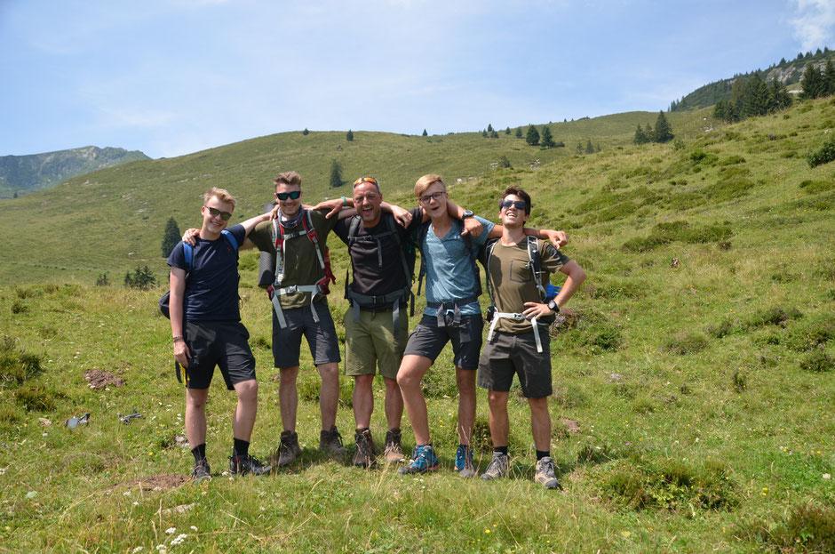 Eine Wanderung in den Kitzbühler Alpen ist für die Jugendlichen eine tolle Abwechslung zum Alltag.