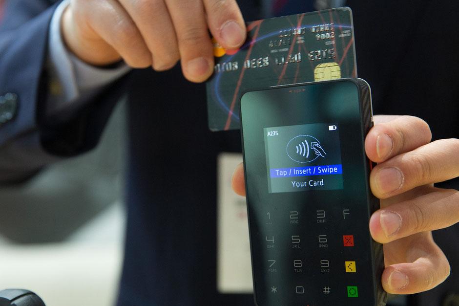 Zahlungsarten NFC kontaktlos Kreditkarten VPay maestro