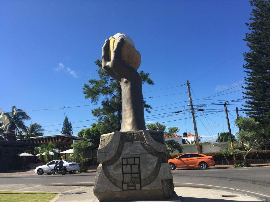 Cocoa monument, San Francisco de Marcoris, Dominican Republic (Laura Henry, 2019)