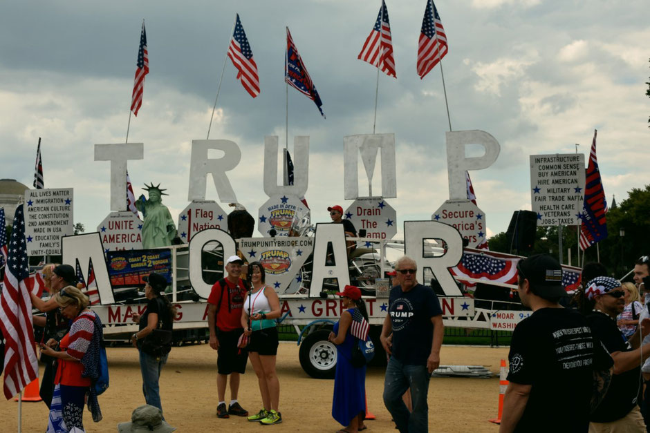 """The ultimate rally"", pro-Trump protest in Washington on september 16, 2017. The signs definitelyshow the expectations and worries of the white working class."