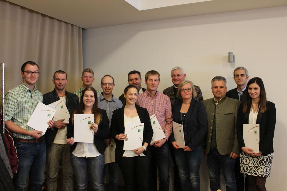 Ehrungen: (von links nach rechts:) Wir gratulieren Martin Glatz, Manfred Pichlbauer, Marie Theres Jiricek, Michael Putz, Christian Kirschenhofer, Birgitt Grill, Josef Putz, Daniela Pfeffer und Melanie Faustmann sehr herzlich!