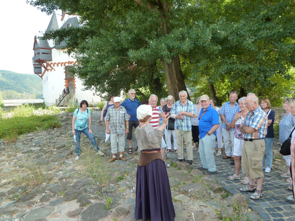 Gruppenbild bei Burg Pfalzgrafenstein