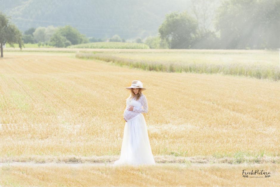 Spitzenkleid für Schwangere und Hochzeitsoutfit