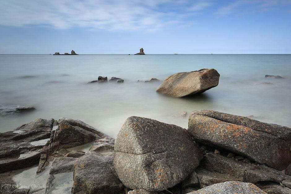 Am Strand von Kerlouan, Bretagne, Felsen-Küste, Frankreich