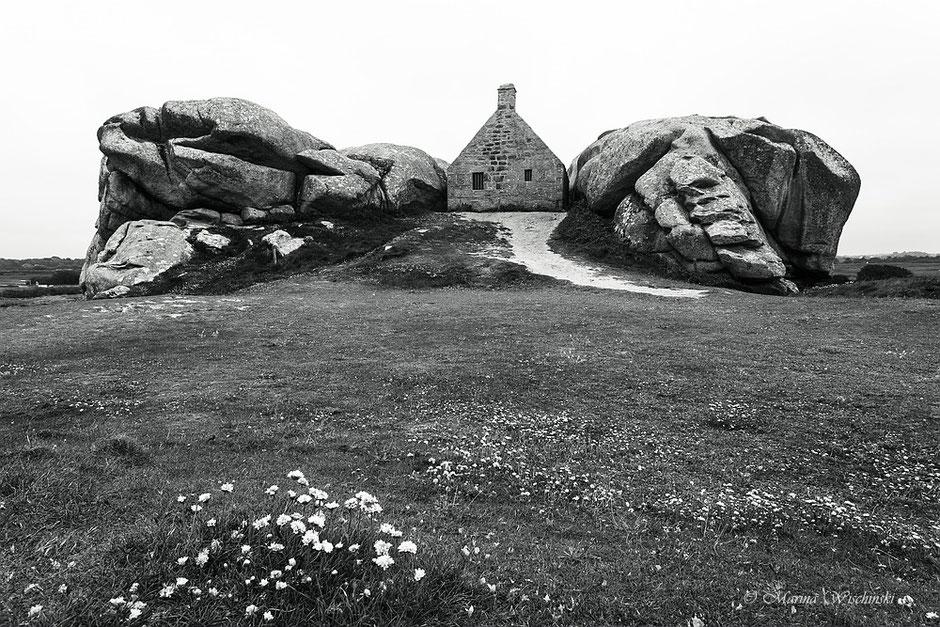 Wächter-Haus zwischen den Felsen, Kerlouan. Bretagne