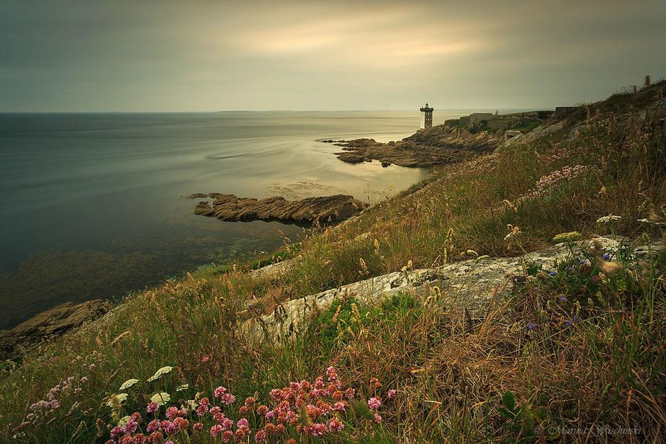 Landschaft in der Bretagne mit Leuchtturm, Phare de Kermorvan