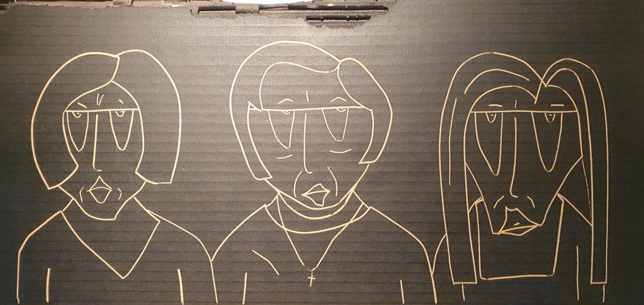 Cardboard Art Bild von 3 Frauen in schwarz