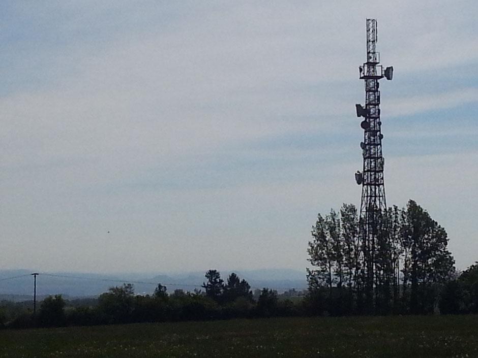 Funkmast an der Goldenen Höhe, 63 m hoch (Landmarke), Blick zur Sächsischen Schweiz