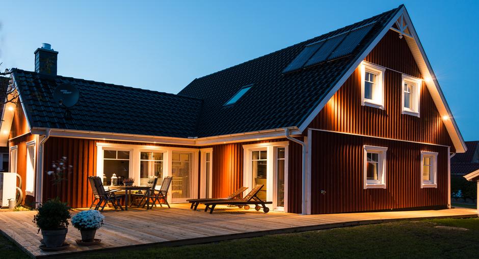 Rotes Holzhaus Älmhult im Schwedenstil von Berg Schwedenhaus