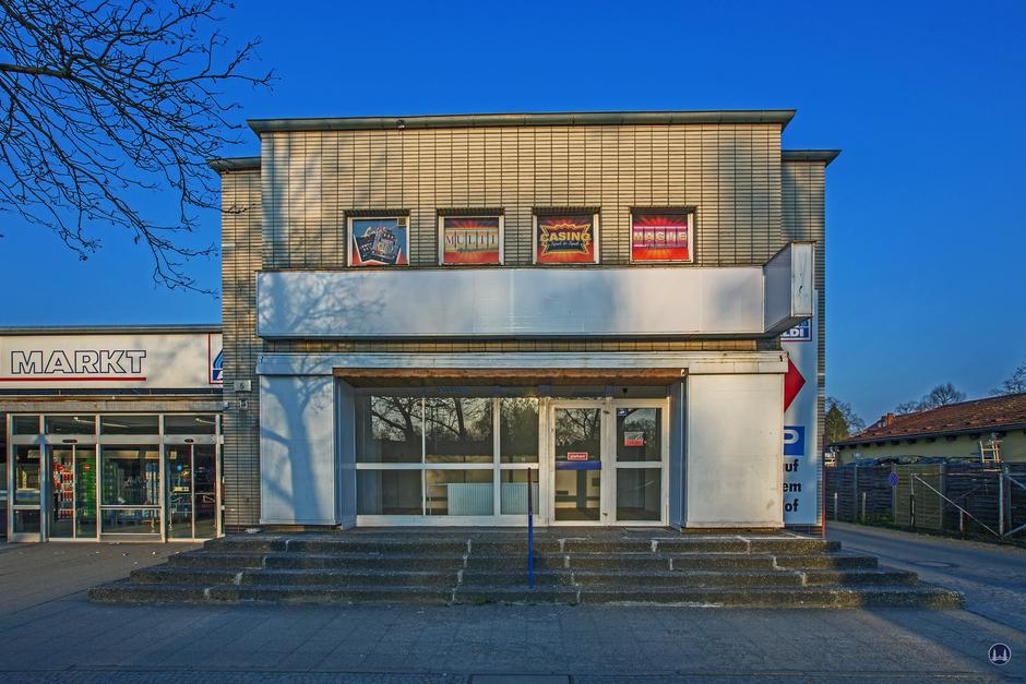 Bismarck - Lichtspiele, Zescher Straße in Lichtenrade. Frontansicht des ehemaligen Kinos vor dem Abbruch