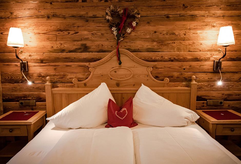 Gramai Alm Wellness Doppelzimmer Edelweiß day spa Tirol Hotel