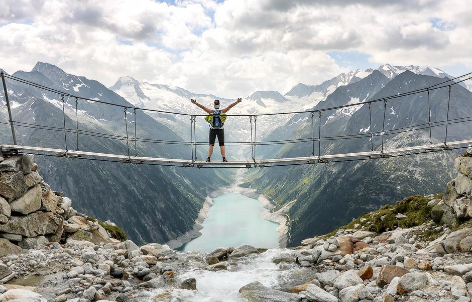 Hängebrücke Olperer Bergurlaub mit Hund Urlaub mit Hund Wandern mit Hund  Zillertal Tirol