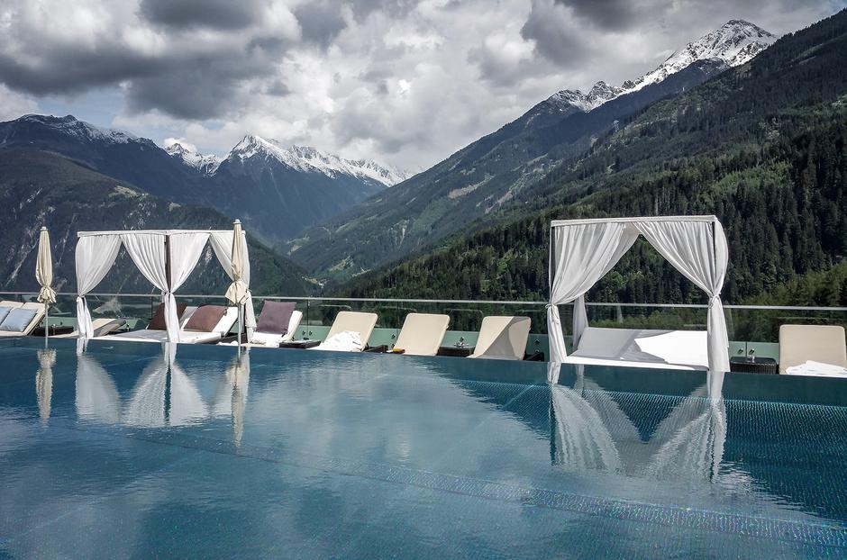Stock Resort Luxushotel Finkenberg Tirol Zillertal SPA Sterne Hotel Hundefreundliche Hotels Urlaub mit Hund Bergurlaub mit Hund