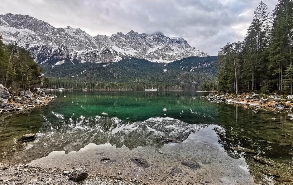 Zugspitze Eibsee Grainau Wandern in Bayern Bergurlaub mit Hund