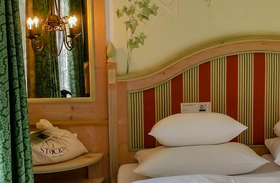 Stock Resort Luxushotel Finkenberg Tirol Zimmer Kolmspitze