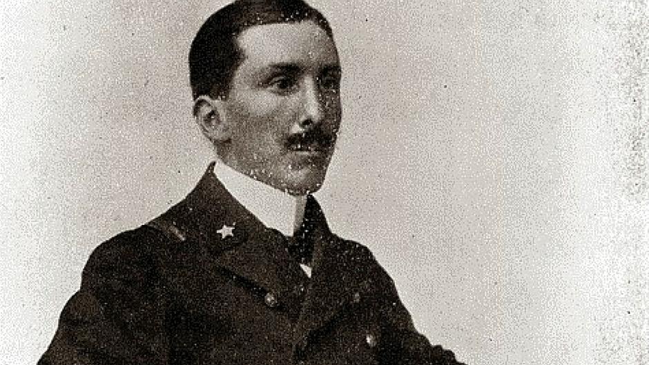 Mario Calderara con la divisa da ufficiale della Regia Marina.