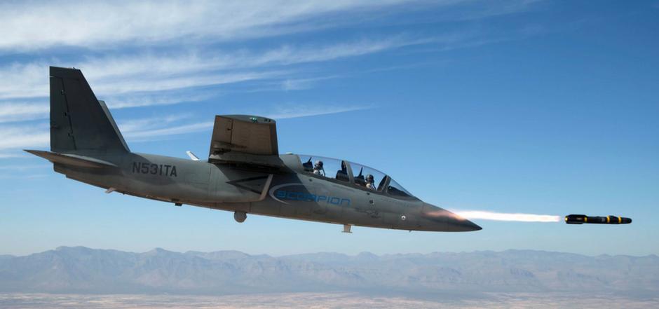 "Uno Scorpion lancia un missile ""Hellfire""  - © TEXTRON AIRLAND, LLC"