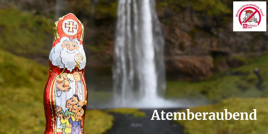 Der Schokonikolaus steht vor einem Wasserfall in Island