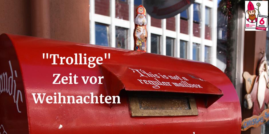 """Der Schokonikolaus steht auf einem roten Postkasten, auf dem in englischer Sprache steht: """"Das ist kein normaler Postkasten"""""""