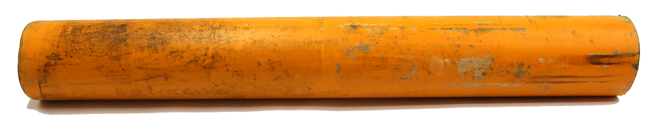 Original PVC Plastikrohr aus einem Bachlauf in einem Biberrevier, das zur Absenkung des aufgestauten Wasserspiegels verwendet wurde.