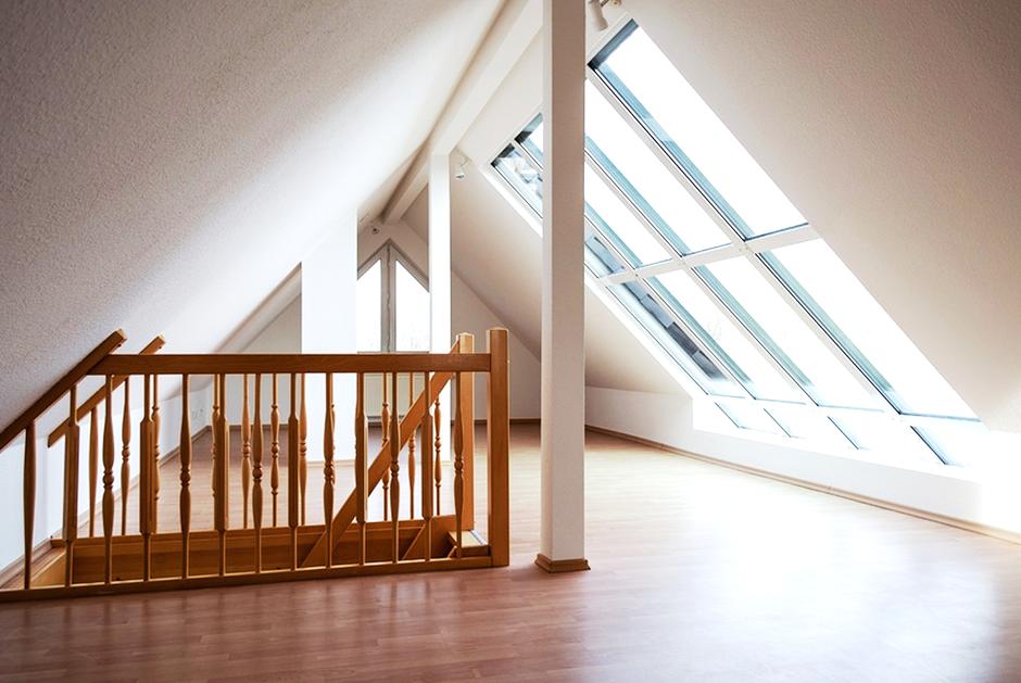 Innenausbau Treppe Dachgeschoss Dachfenster Laminat