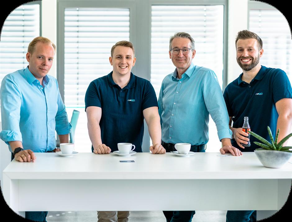Gruppenbild von der Geschäftsführung und den Mitarbeitern.
