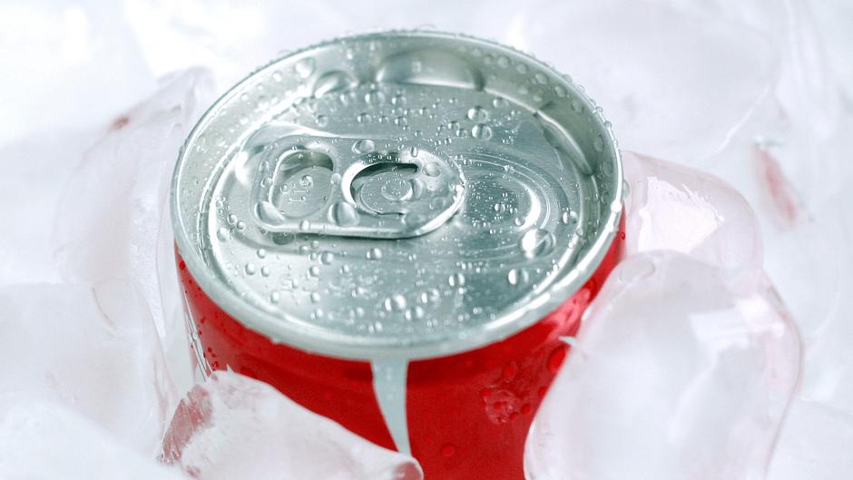 缶の清涼飲料