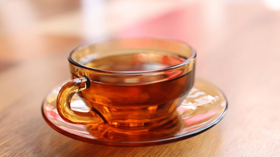 ガラスのカップに入った紅茶