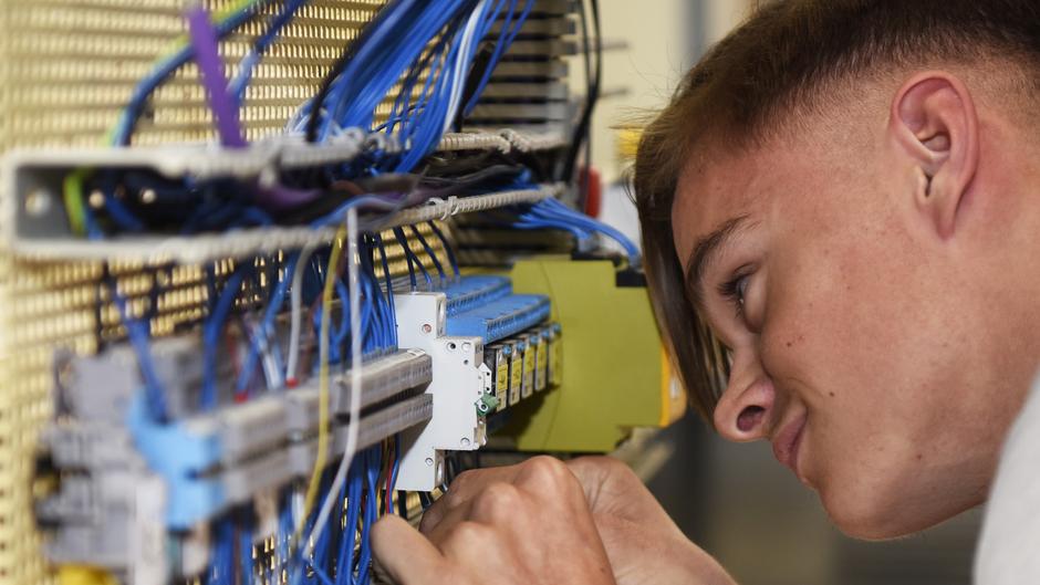 Foto eines Auszubildenden - Elektroniker für Betriebstechnik