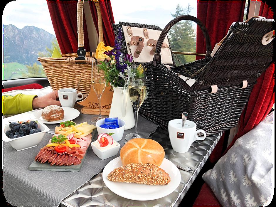 regionale Köstlichkeiten beim Genussgondelfrühstück Wiedersbergerhornbahn, Alpbach, Tirol