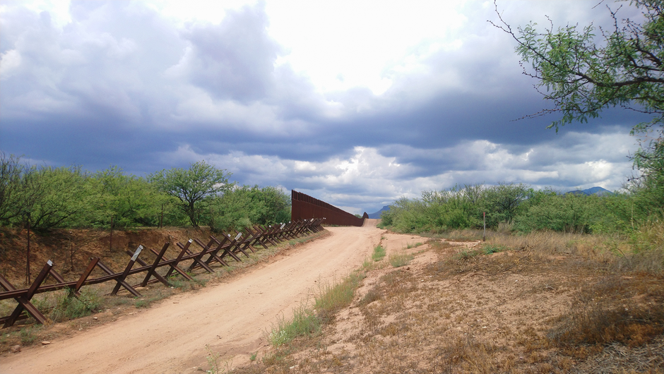 Transition between the vehicle fence and the 30 foot high wall in the San Pedro river area, Arizona (Photo FMLT, 2019)