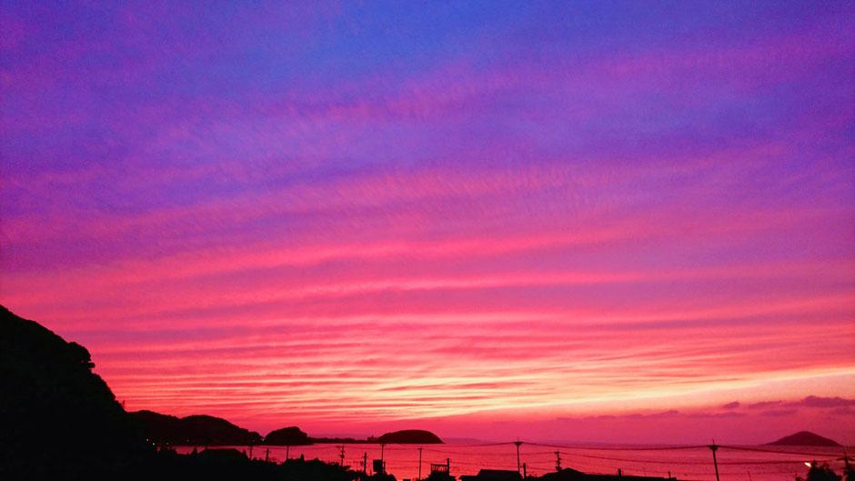 福岡県糸島市、グラデーションの夕日 Sunset in Itoshima