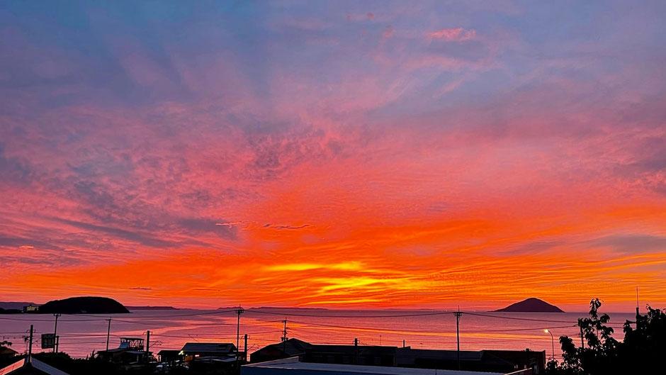 九州 福岡県糸島市、海と夕日の見える神社 Sunset shrine in Fukuoka