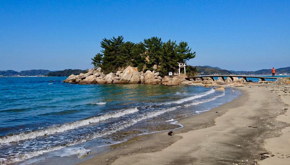 九州 福岡県糸島市、箱島神社は海上の竜宮城 Hakoshima Shrine in the sea in Fukuoka, JAPAN