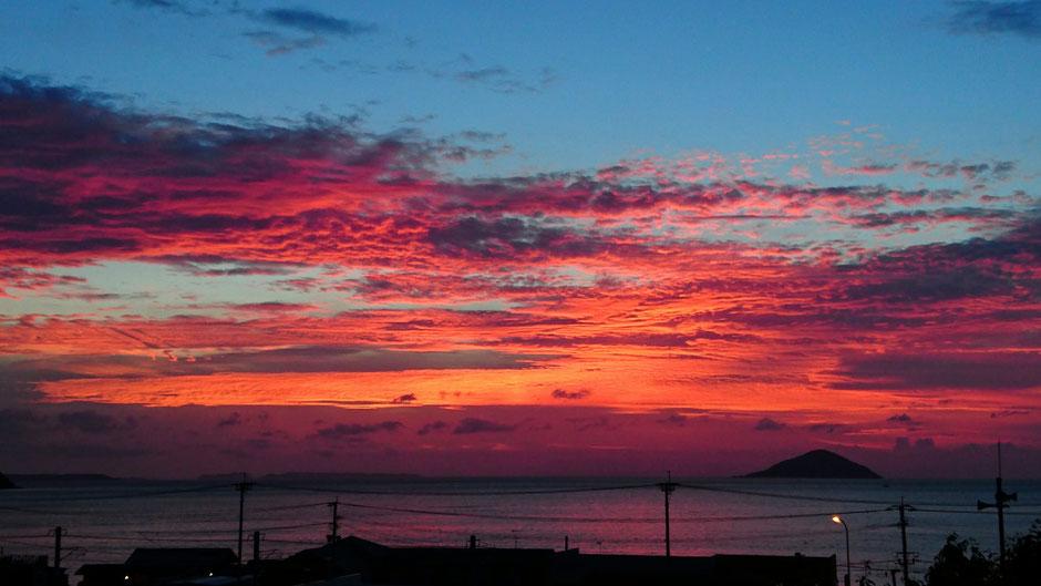 マジックアワーの夕日 Sunset at magic hour