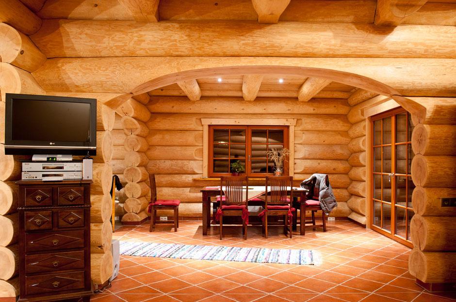 Интерьер гостиной рубленного дома. Работа А.Брауна