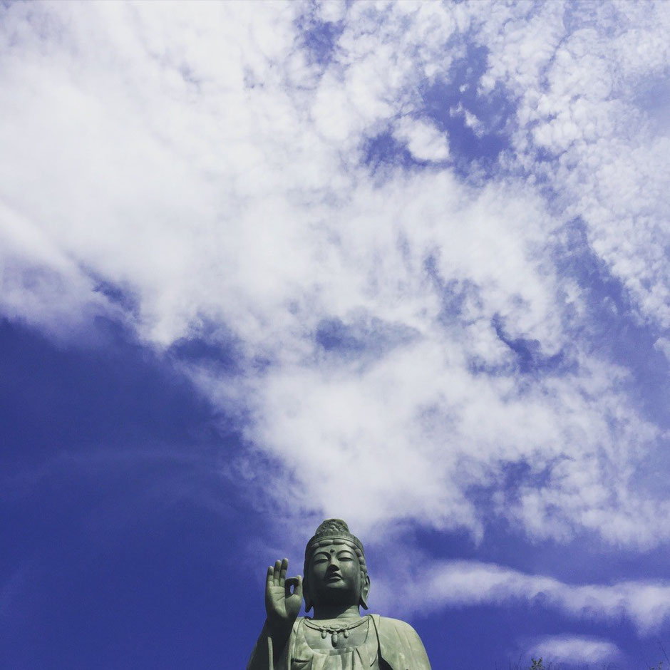 Wish a peaceful world from Statue at Shiofune Kannon Temple Tokyo Ome azalea tourist spot TAMA Tourism Promotion - Visit Tama 世界平和を祈って 塩船観音寺 観音像 東京都青梅市 つつじ 観光スポット 多摩観光振興会