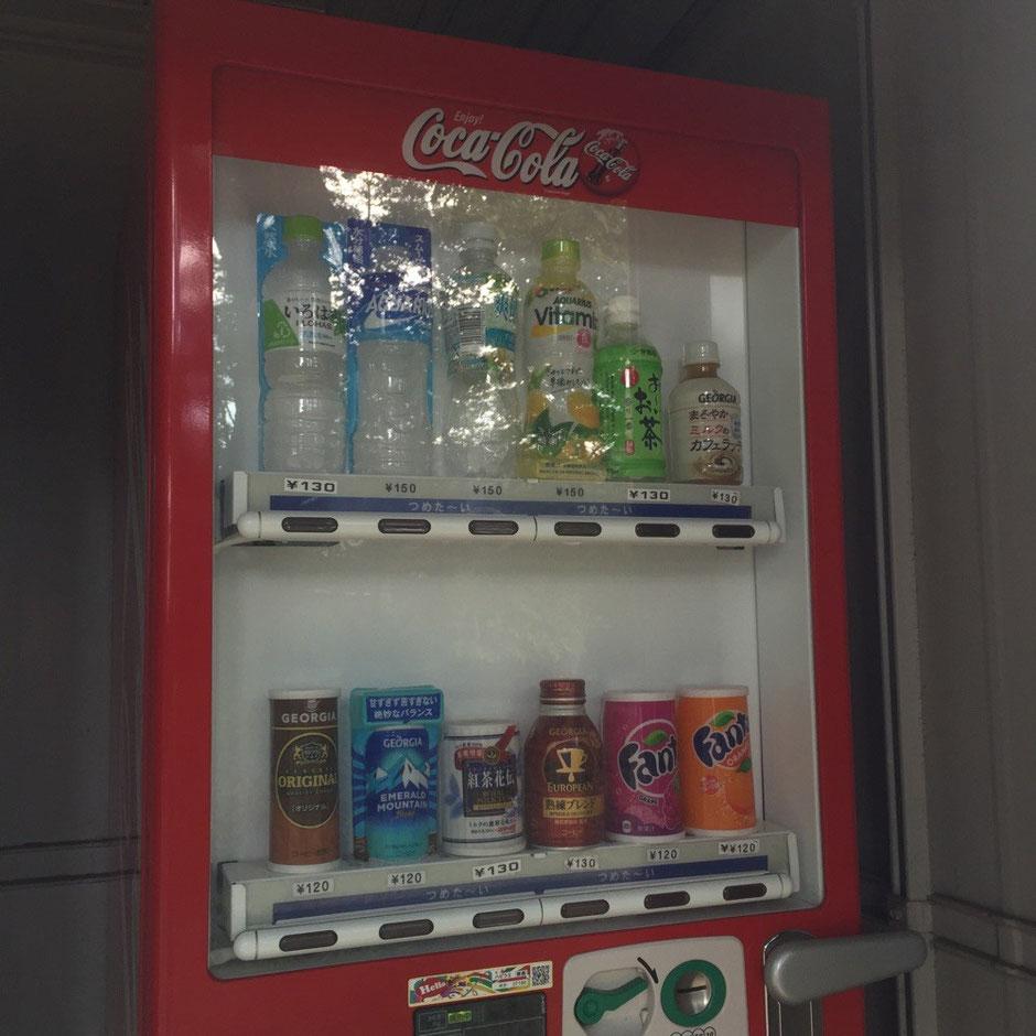 Vending machine of Coca Cola in Tokyo Tama area interesting strange as no cokes ちょっと謎深い!?コカ・コーラ自動販売機 東京都多摩地域某所 奇妙 不思議 面白い コーラが買えない