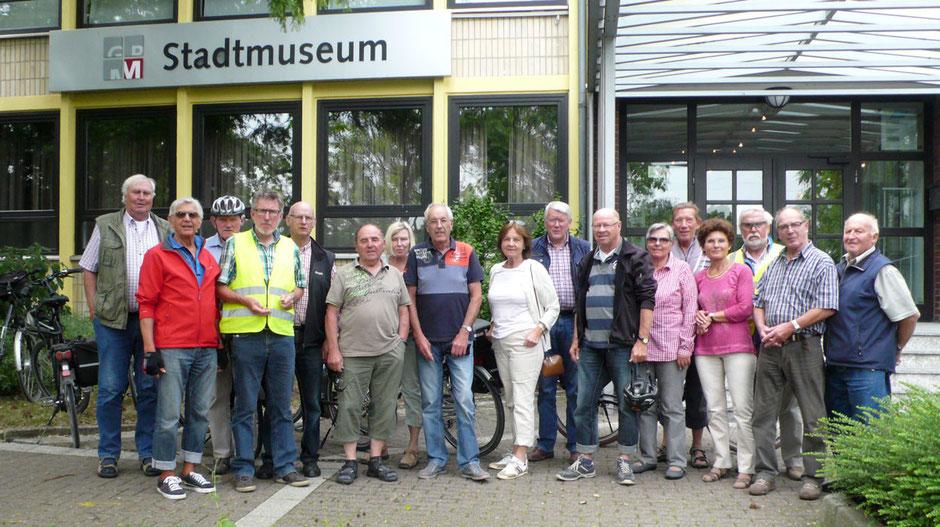 Gruppenbild vor dem Stadtmuseum - Foto: Theo Sander