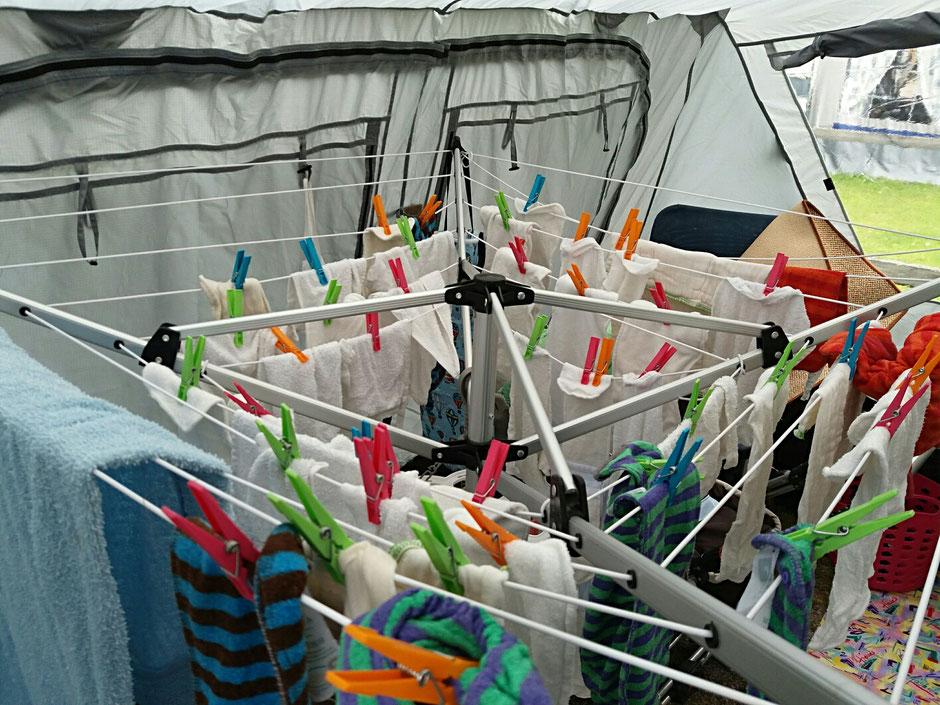 Windeln mit der Hand ausgewaschen und getrocknet